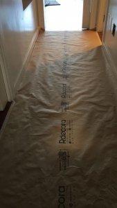 En Rdecora usamos papel para suelos hidrófugo.